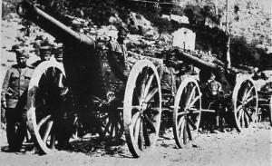 Bateria e artilerisë serbe drejt qytetit të Shkodrës - në ndihmë të malazezëve, në Rrethimin e Shkodrës në 1913.