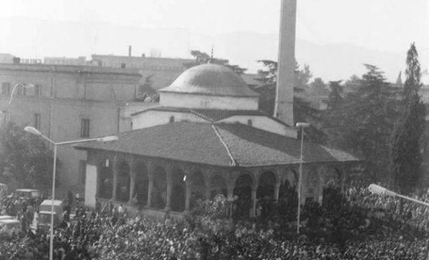 Rihapja e Xhamise së Et'hem beut, 18 janar 1991 (video)