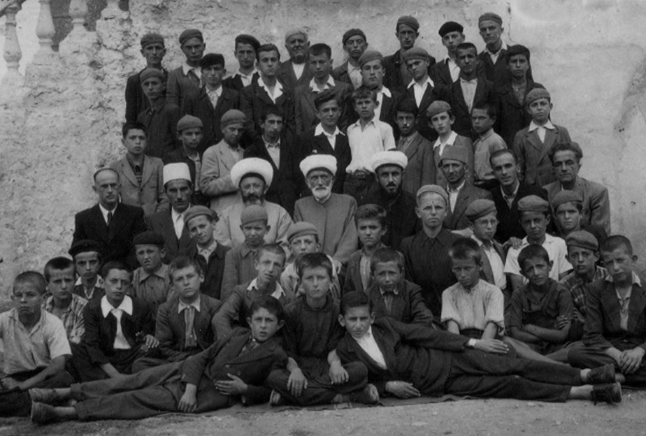 Mësues dhe nxënës të medresesë (1944-1947)
