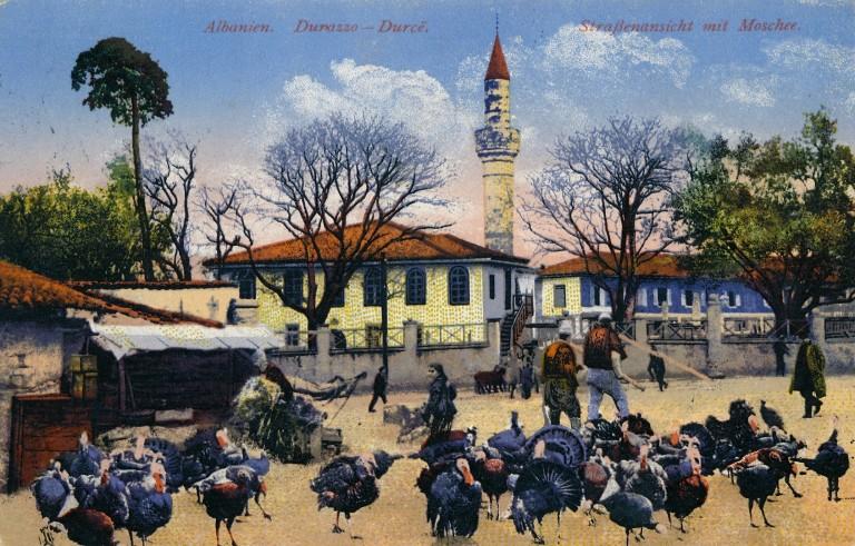 Xhamia-dhe-gjelat-e-detit-Durrës-1918-768x491